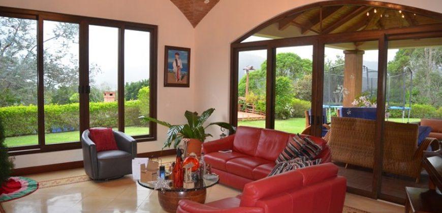 Casa de Lujo en Paraíso de Cartago ID-101