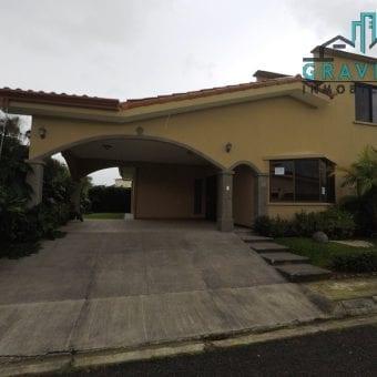 Hermosa casa en Residencial Privado Granadilla Curridabat ID-133