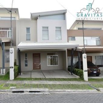 Casa de 3 Habitaciones en Codominio en Granadilla