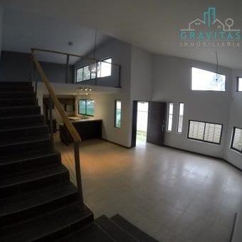 Casa Moderna en Tres Ríos / Independiente