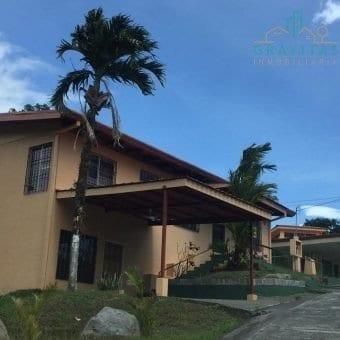 Se alquila casa con hermosa zona verde en San Carlos
