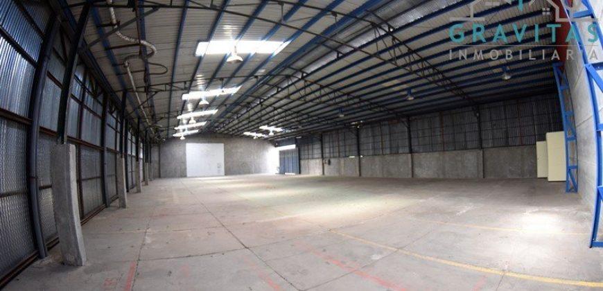 Bodega de 705m2 en Complejo industrial Pavas / Seguridad 24-7.