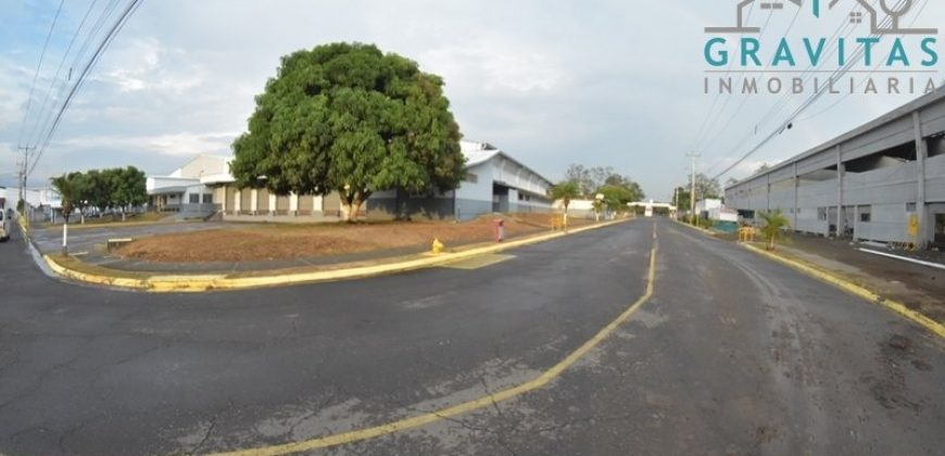 Bodega de 2600m2 en Zona Franca en Alajuela