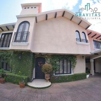 Lujosa Casa en Pinares Curridabat ID-587