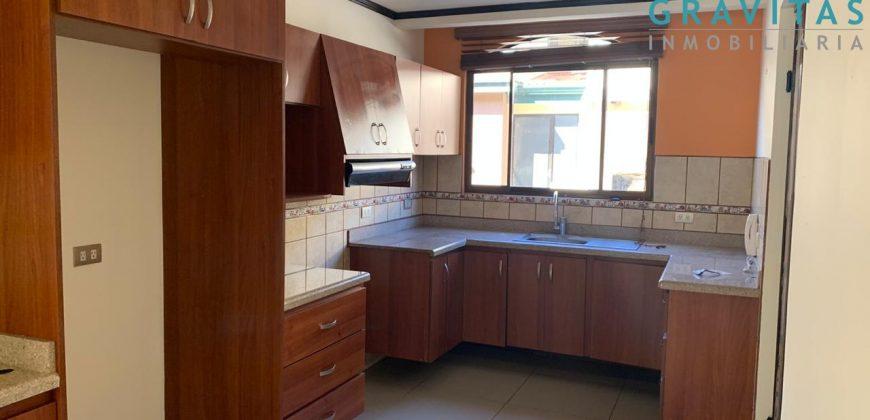 Se alquila Casa Amplia en Moravia | 3 hab | Parqueo