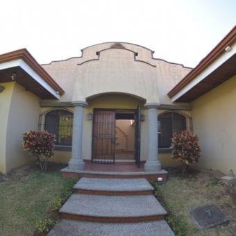 Casa en Escazú Centro en Condominio ID-656