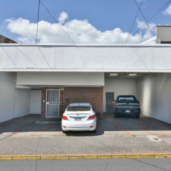 Se alquila edificio en Alajuela | 550 m2 | Parqueo 8
