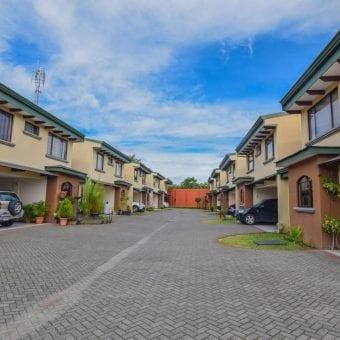 Se alquila casa en condominio en Moravia | 3 hab | 2 parqueos