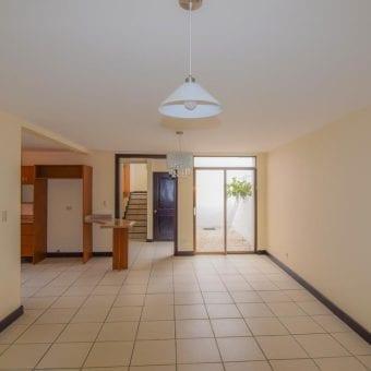 Casa en condominio en Moravia   3 hab   2 parqueos MB- 168