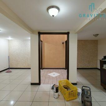 Se alquila casa en Alta Moravia 3 hab | 2 pisos | 2 parqueos | Seguridad