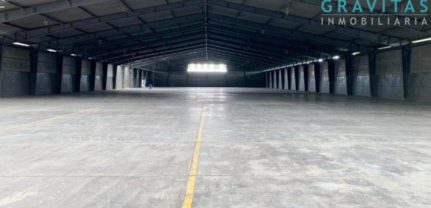 Alquiler de Bodega en Guachipelín Escazú de 3800m2 ID-822